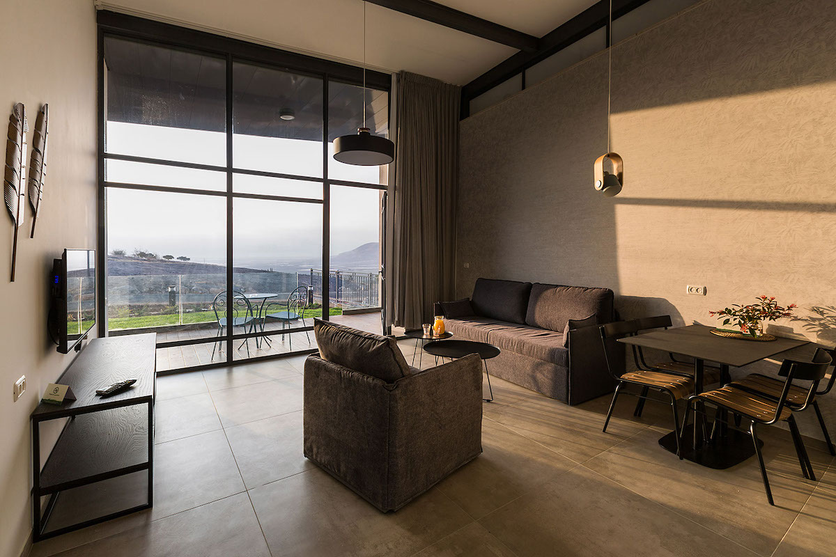 Rooms – Deluxe Suites