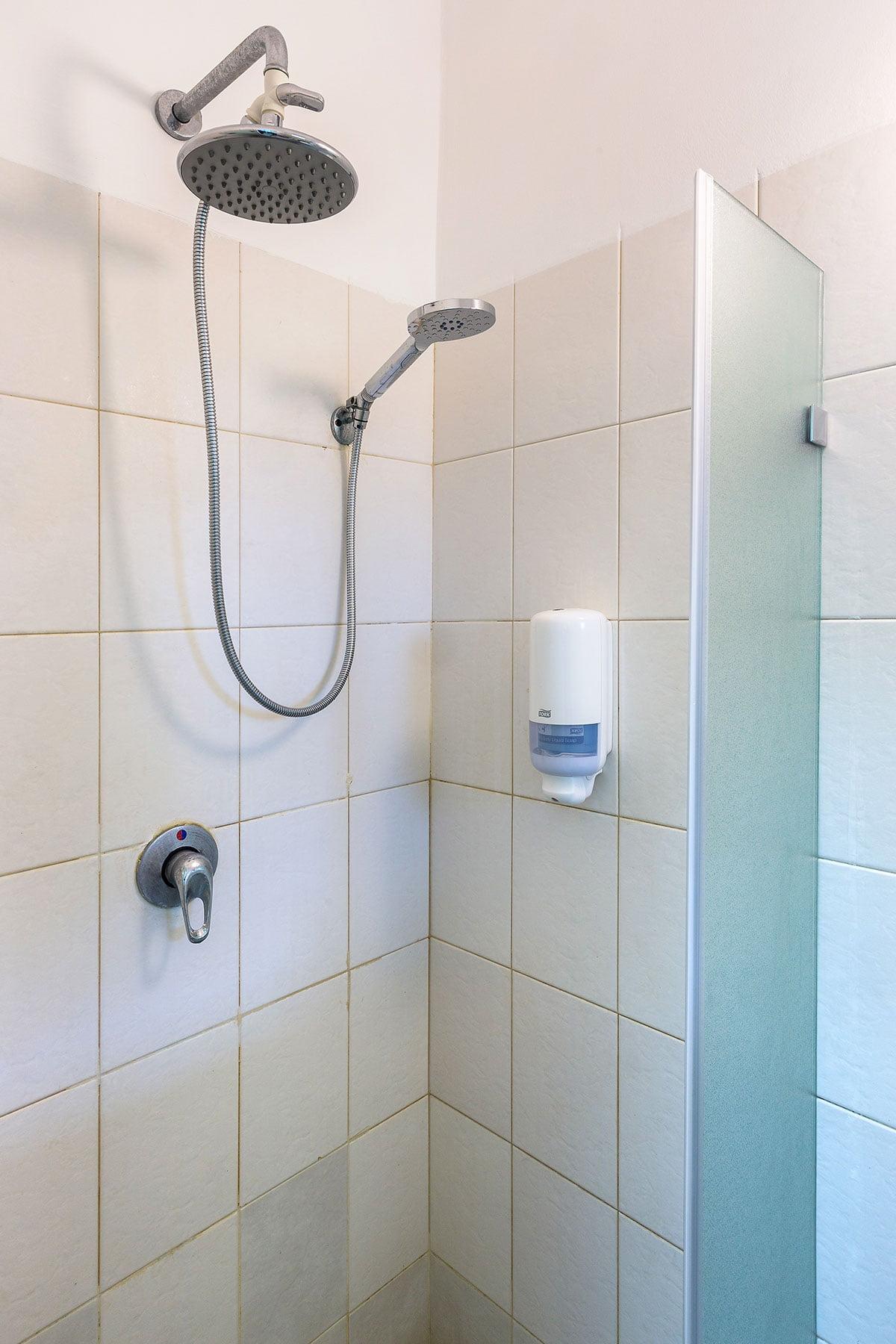 מקלחת בכחולים