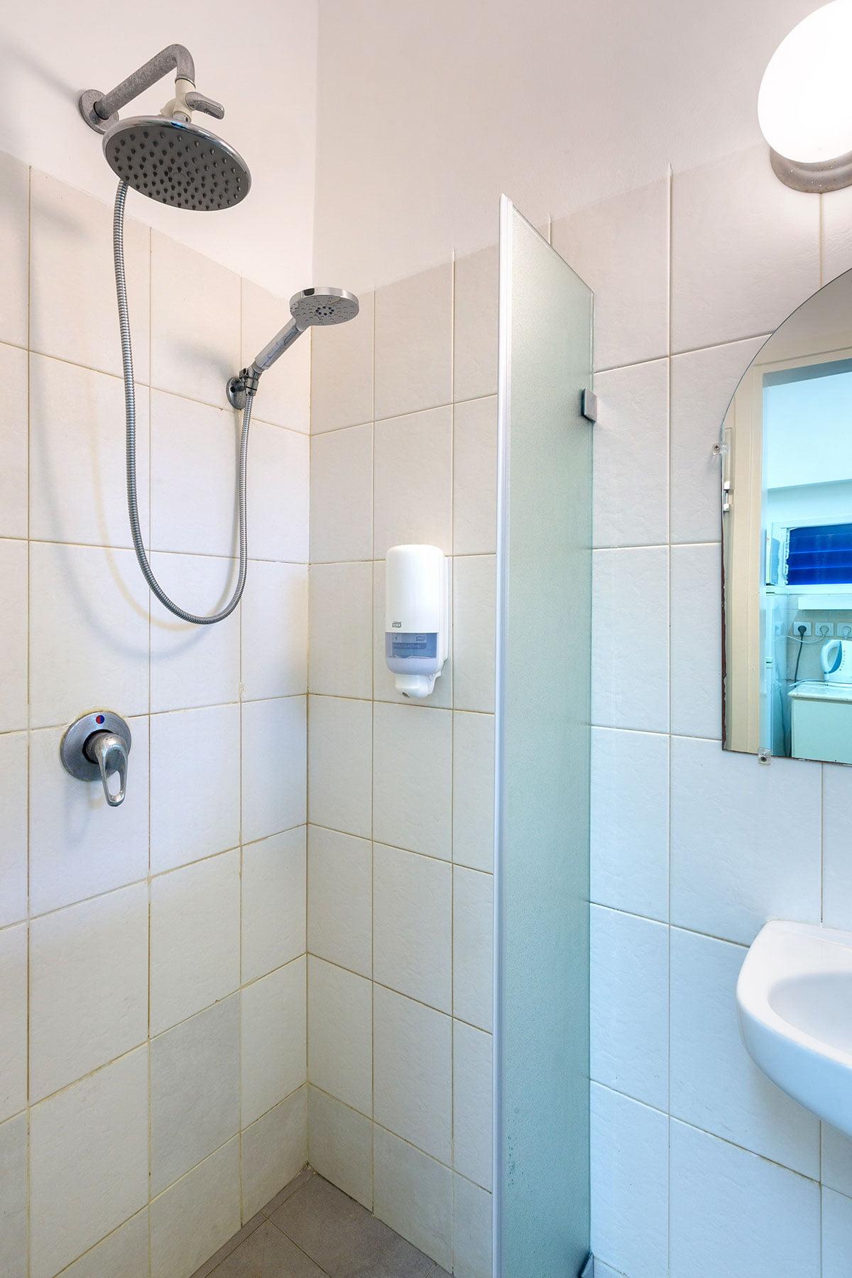 מקלחת חדש